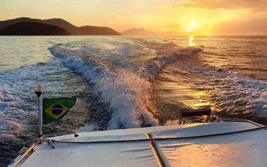 Dar um passeio de lancha no Rio de Janeiro é mais barato do que parece e rola até churrasco